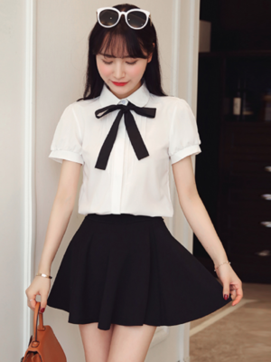 Jeongyeon White Short Sleeve Shirt with Lace Bow Tie 5