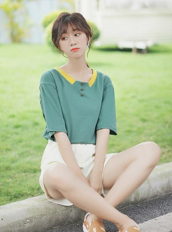 Chic Long Sleeved T-Shirt With Button-Collar