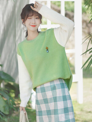 Green One Flower Embroidered Sweater (3)