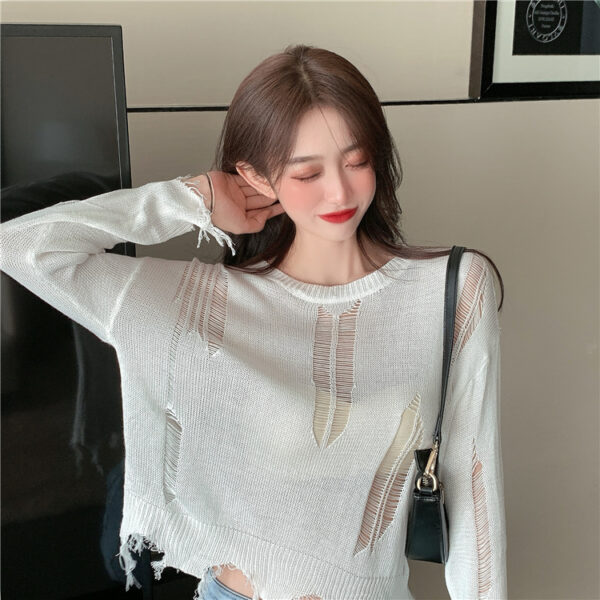 White Distressed Knit Top | Chaeryeong – ITZY