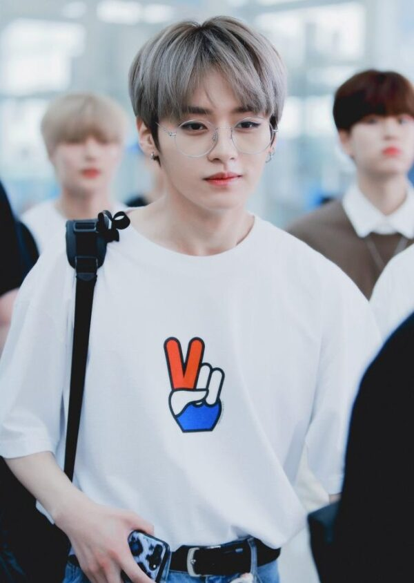 Peace Sign Printed White T-Shirt | LeeKnow – Stray Kids
