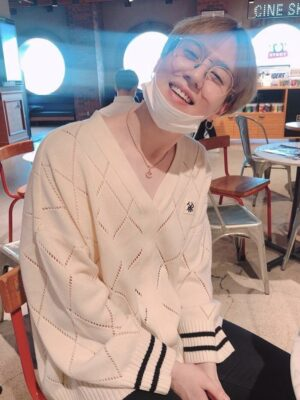 White Knitted Sweater With Strap   Yugyeom – GOT7