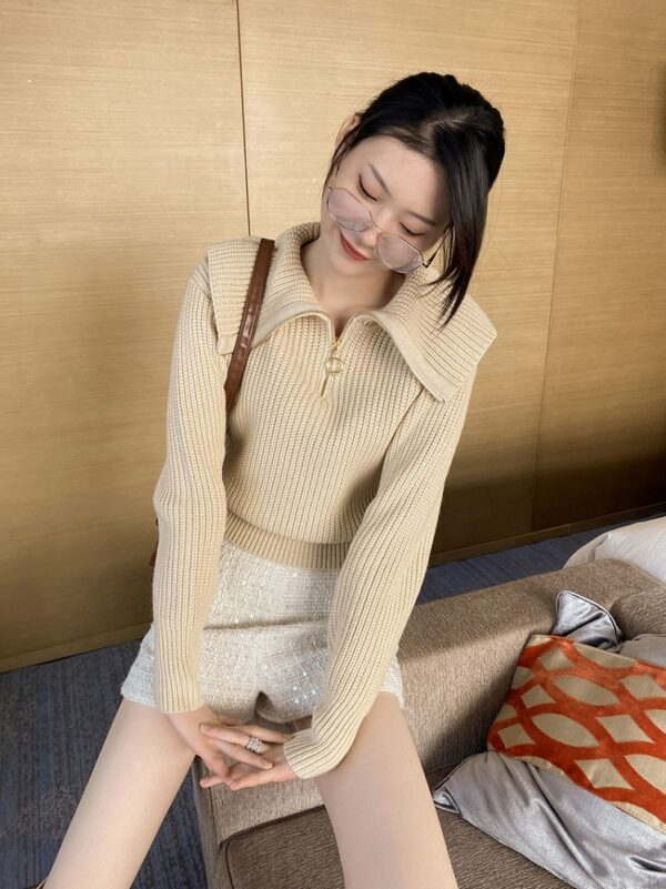 Beige Wide Collared Sweater With Zipper   Miyeon – (G)I-DLE