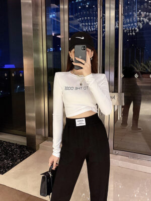 Hyuna – Go To The Dogs Long Sleeve Crop Top (3)