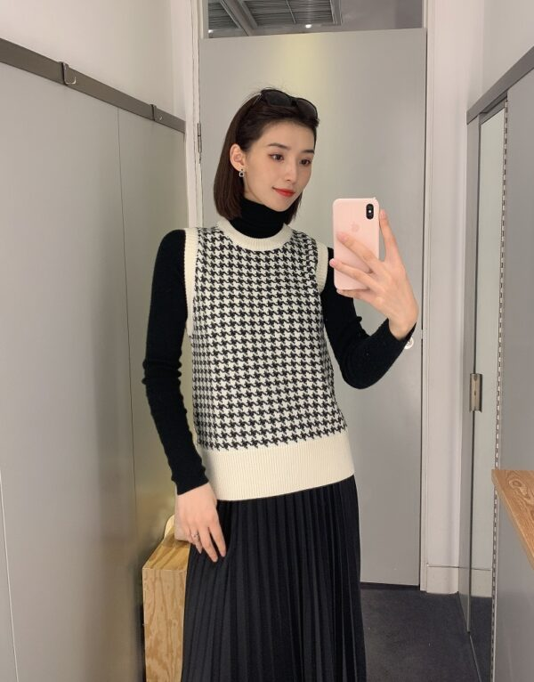 Houndstooth Sweater Vest | Lia – ITZY