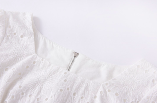 White Hollow Cropped Top | Lisa – BlackPink
