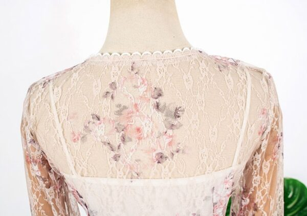 Floral Patterned Lace Top   IU