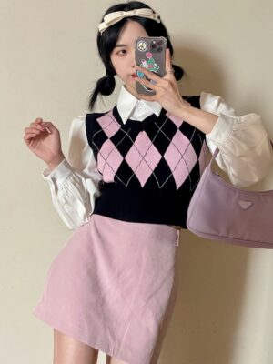Miyeon – (G)I-DLE Pink Diamond Patterned Knitted Vest (7)