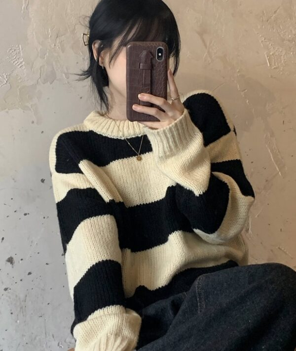 Two-Color Oversized Stripe Sweater | Wooyoung – ATEEZ