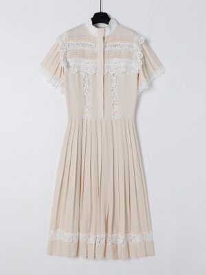 Ko Moon‑Young – It's Okay Not To Be Okay Beige Lace Stitching Pleated Dress (14)