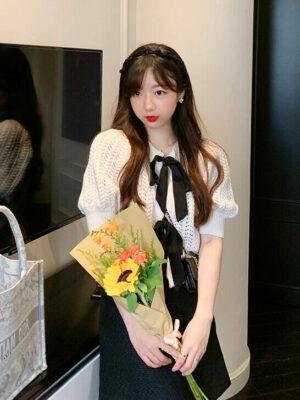 Jisoo – BlackPink – White Bow Knitted Top 6